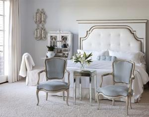 اجعلي غرفة نومك بلمسة رومانسية باعتماد الكراسي الراقية