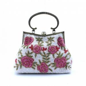 جمالية الورود تعطي حقائب السهرة الصيفية اناقة مثالية