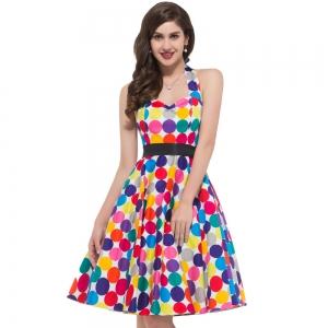 اختاري أناقتك الصيفية مع لمسة من الفساتين بالألوان الفاتحة
