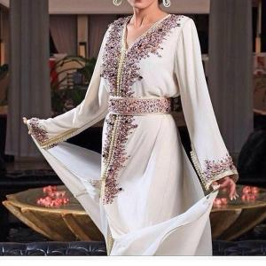 جمالية القفطان المغربي التقليدي تحلق في سماء الأزياء الصيفية لعام 2017