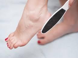 تخلصي من الجلد الميت في القدمين