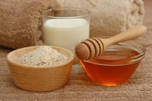 3 وصفات طبيعية للتبيض والتخلص من الحبوب الدهنية