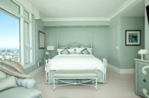 امزجي الأخضر والأبيض لتجعلي غرفة نومك جذابة ومنعشة في الصيف