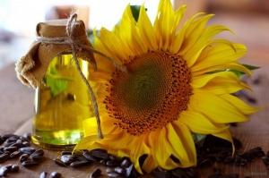 زيت عباد الشمس وفوائده المزهلة للعناية بالبشرة