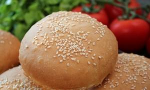 طريقة سهلة وبسيطة تحضري بها خبز الهمبرغر في البيت