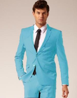 أناقة الرجال الصيفية تكتمل في جمالية اللون الأزرق بدرجاته
