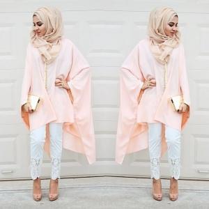 إليك هذه البلوزات الطويلة لتتألقي بحجابك في موسم الصيف بلمسة عصرية