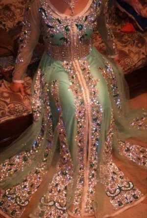 جربي الفساتين الهندي لإطلالة مختلفة ومميزة