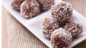 طريقة عمل كرات جوز الهند بالشوكولاتة