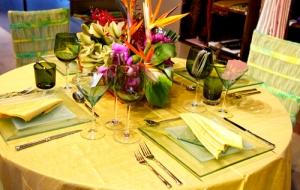 اجعلي طاولة السفرة مميزة بانتعاش الألوان الفاتحة