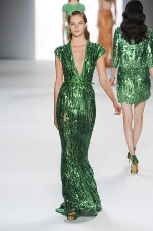 باقة مميزة من فساتين السهرة باللون الأخضر تحقق إقبالا كبيرا في موسم الصيف