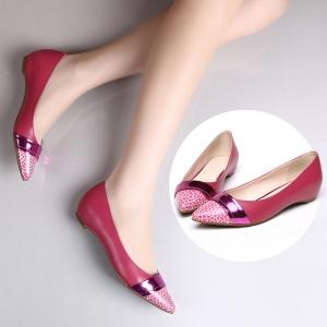 الأحذية المسطحة لمسة مميزة تحتل المراتب المتقدمة في عروض أزياء الصيف