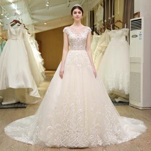 باقة راقية من فساتين العروس الخاصة بالصيف تبرز بجاذبية وتصاميم فاتنة