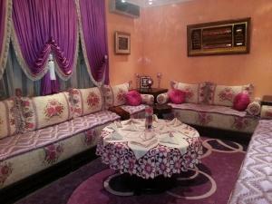 أرقى الصالونات المغربية المتميزة باللمسات العصرية والتقليدية لموسم الصيف