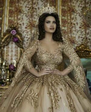 فساتين زفاف ذهبية لجرأة وجمال لا يقاوم