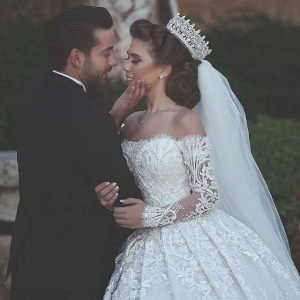 فساتين زفاف ساحرة تزيد من بهجتك وجمالك في ليلة العمر