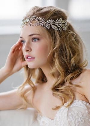 هذه أجمل اكسسوارات شعر العروس لعام 2017