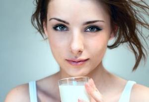 امتنعي عن تناول الحليب عند ظهور هذه الأعراض