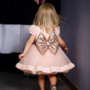 اختاري لابنتك واحدا من هذه الفساتين الراقية