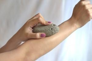 حجر الخفاف الرائع لإزالة الشعر الزائد نهائيا