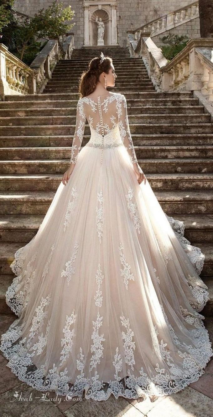 50941f3a2 ... اخترنا أن نقترح عليكم هذه الباقة المميزة من فساتين الزفاف المنفوشة التي  تعد من صيحات الموضة الرائجة في ربيع وصيف 2018 من عند كبار المصممين  العالميين.